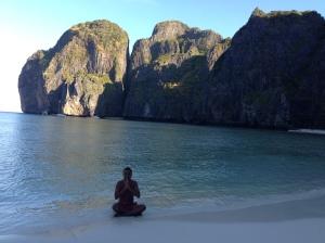 un bouddhiste à maya bay :)